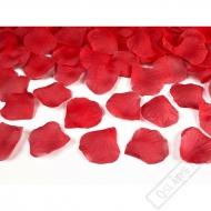 Okvětní lístky růží červené